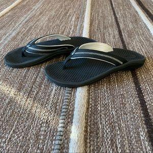 Olukai Lomi sandals rubber black white flip flops